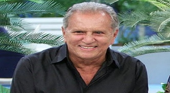 Bek Sayap Belakang Legenda Brazil (Carlos Alberto)