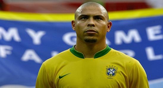 Bek Sayap Belakang Legenda Brazil (Roberto Carlos)